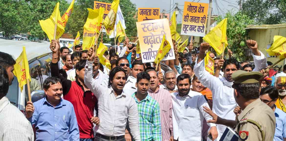 Janhit Morcha protests against stamp duty hike