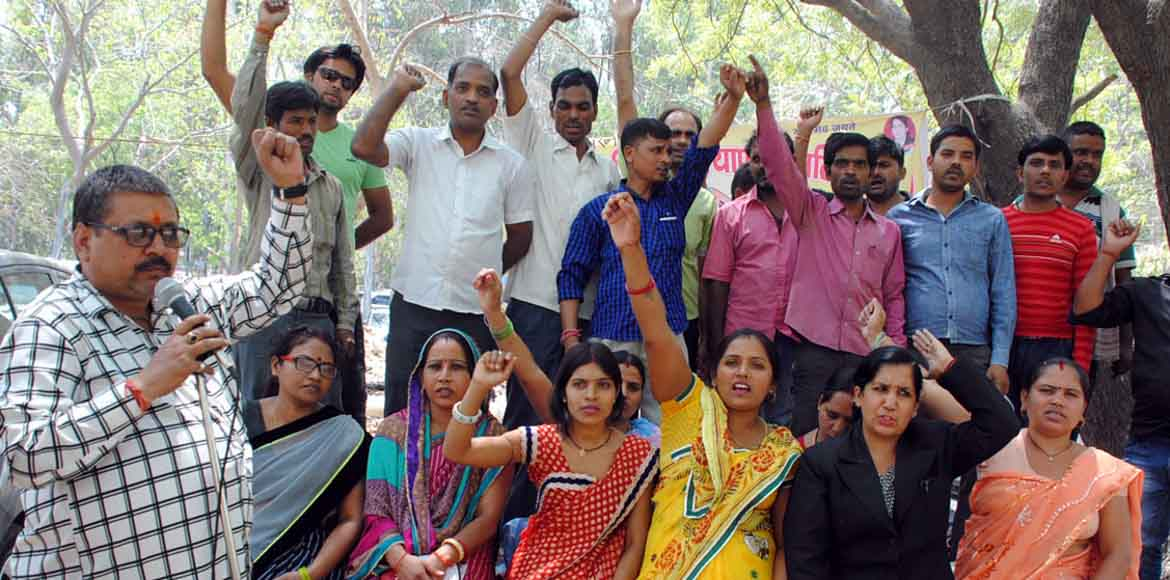 Gzb parents stage dharna against school fee hike