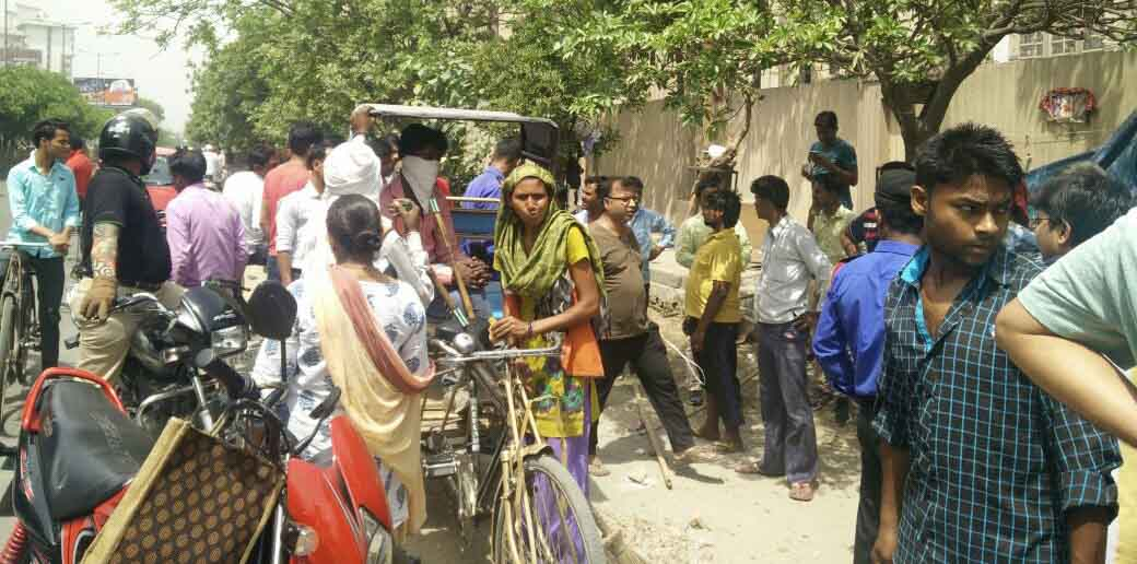 Ahinsa Khand residents roll up their sleeves to remove encroachments