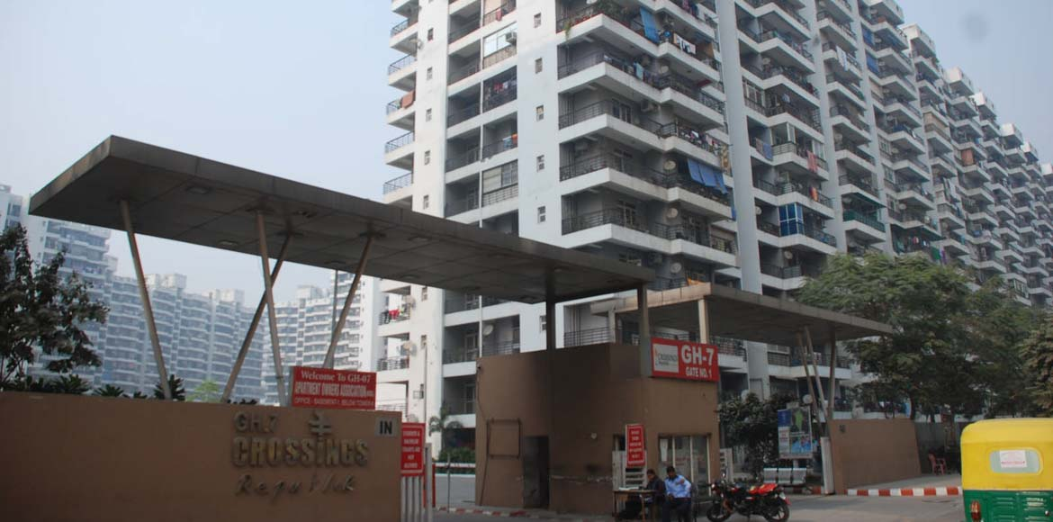 GH7 Apartments want Rishi Kapoor and Neetu Singh t
