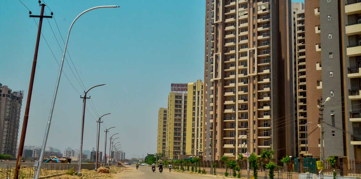 Noida: Streetlights yet to see light of the day
