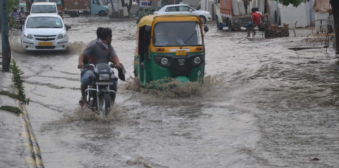 Gurgaon: Authorities roll up their sleeves to deal with waterlogging