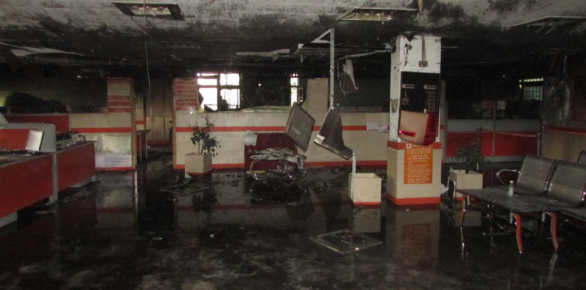 Fire breaks out in Bank of Baroda in Sector 12, Dw