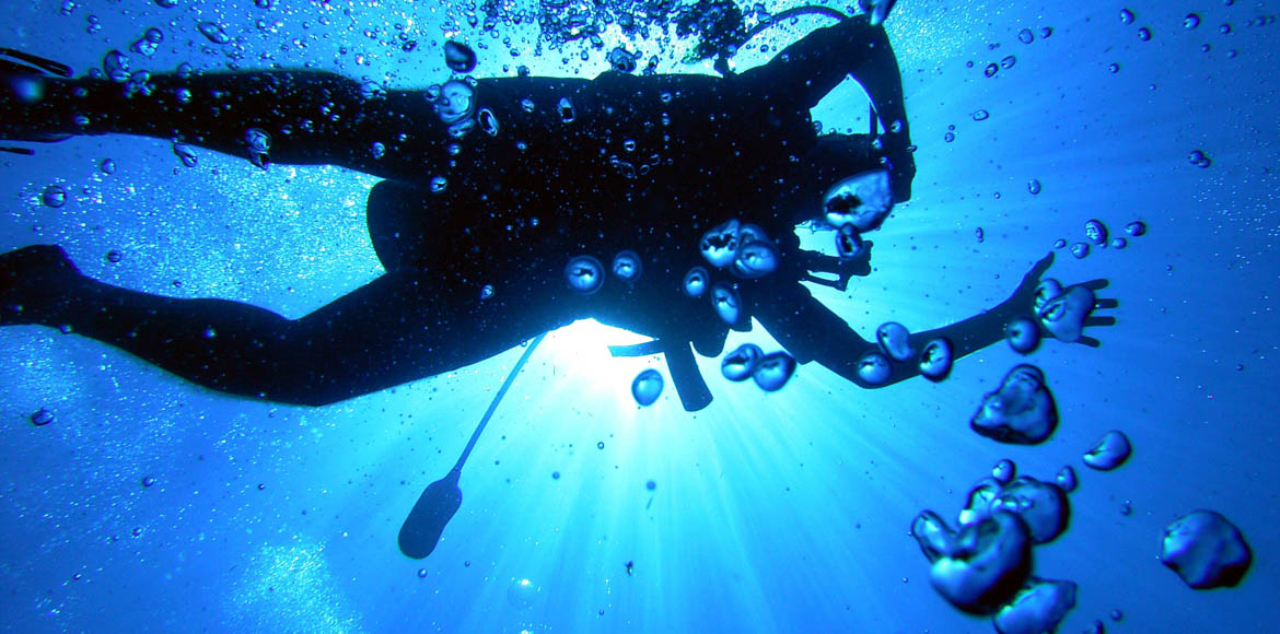 Can you scuba dive in a swimming pool?