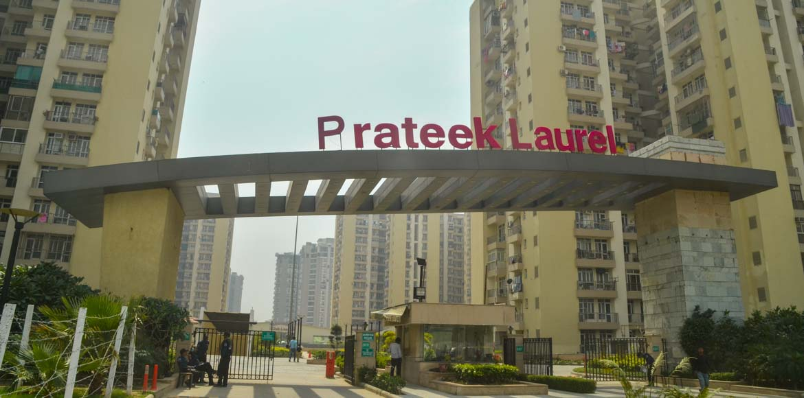 Noida: Where does the buck stop in Prateek Laurel?
