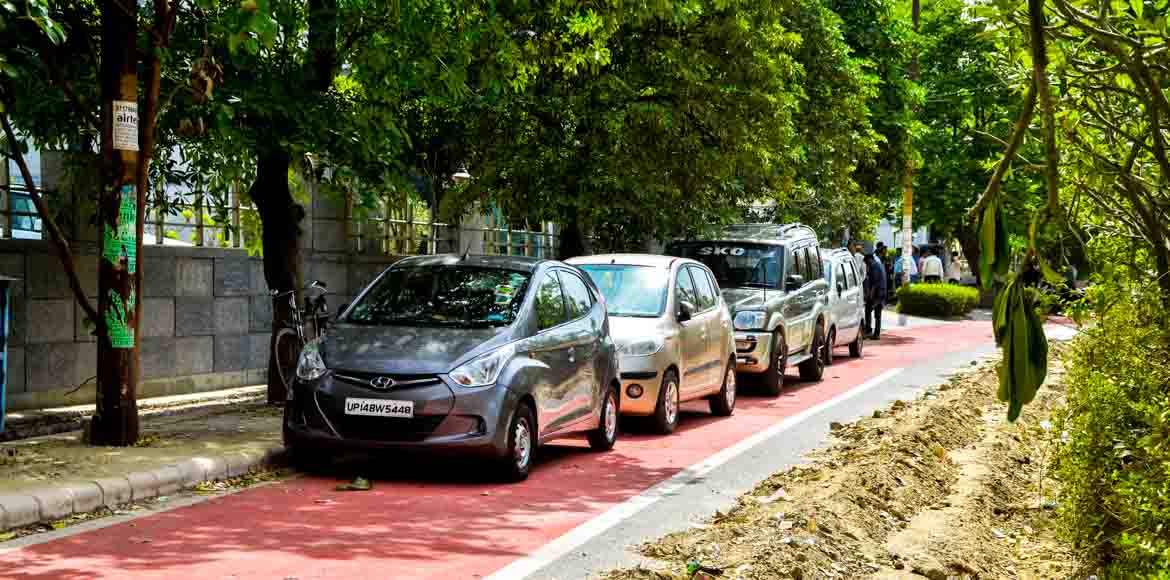 Why cyclists don't use Noida's cycle tracks