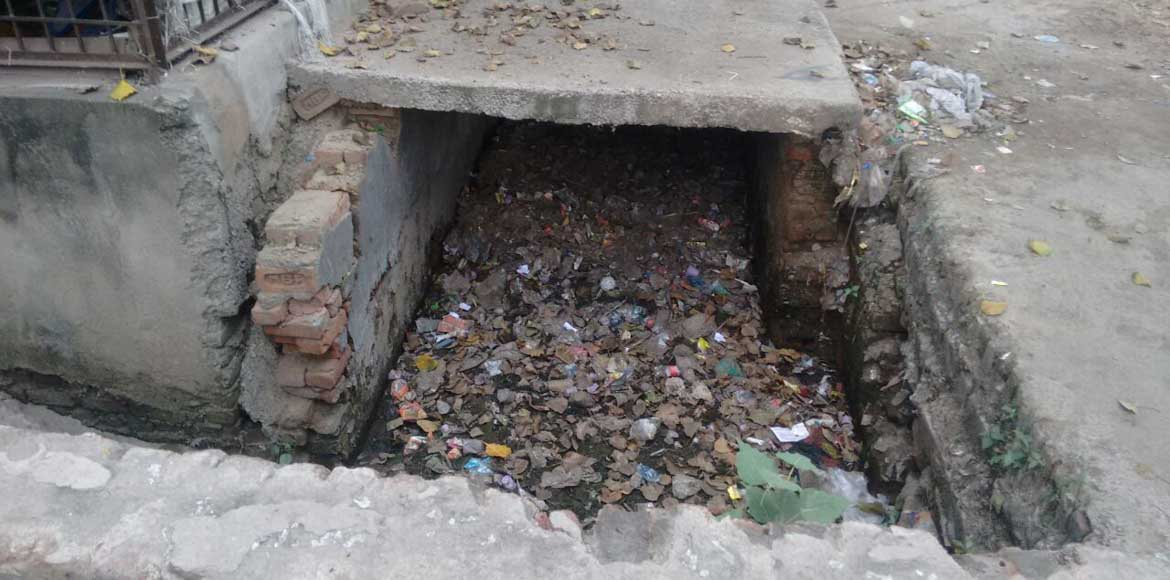 Watch your step around Paryatan Vihar Apts