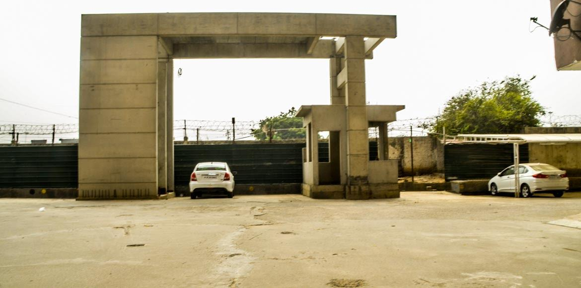 Amrapali Village, Indirapuram: Where is the exit road that was promised?