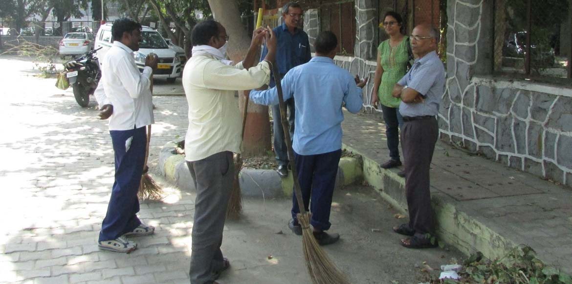 Dwarka Forum: Dear SDMC, this is how cleaning is d