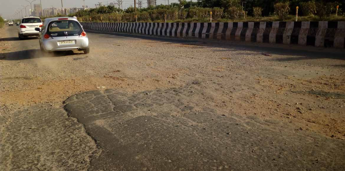 Noida: Prolonged road repair leaves commuters hassled