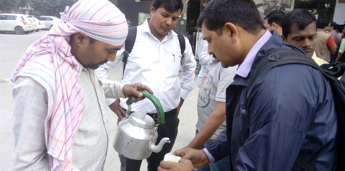Hard Cash Day 9: Free tea for those in the queue at Gaur Grandeur!
