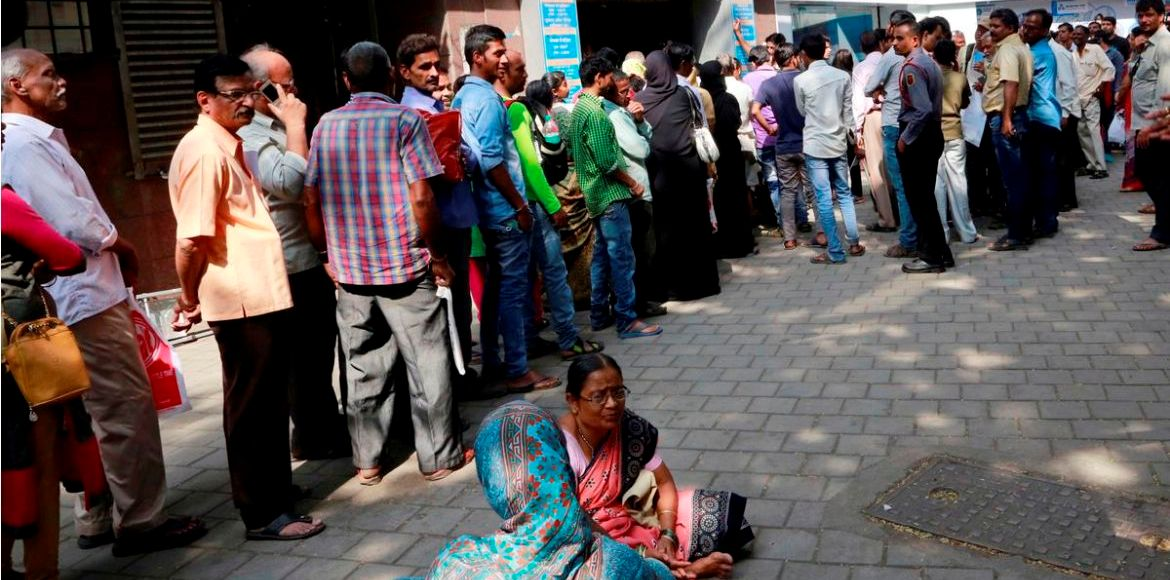 Hard Cash Day 19: Gurgaon residents left in the lu