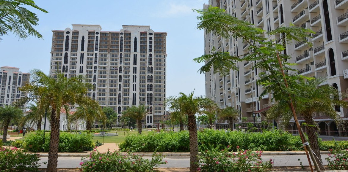 Gurgaon: Buyers wait for property prices to crash