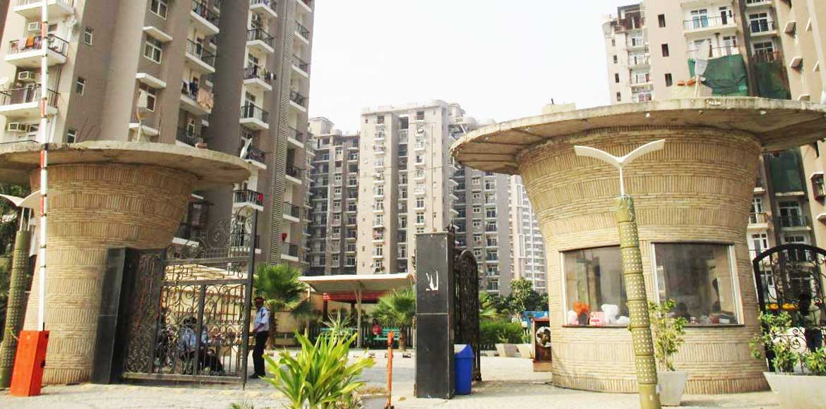 Amrapali Zodiac resident beaten up for requesting
