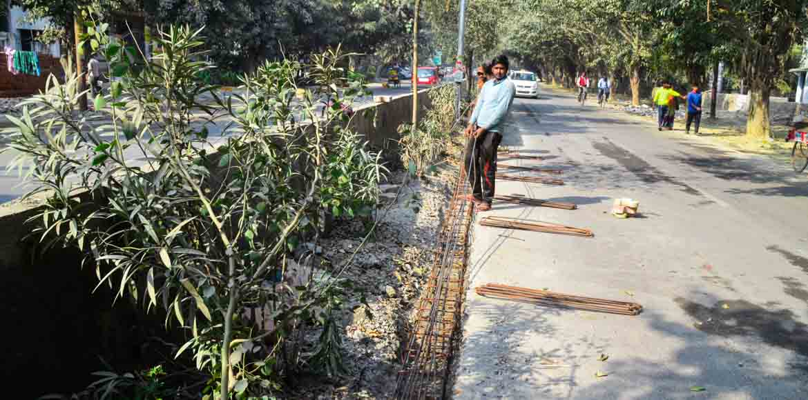 Noida: Residents of sectors 52 and 53 glad with fast progress of new divider