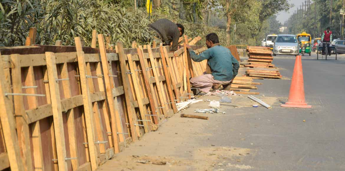 Noida: Construction of divider between sectors 39 and 40 on in full swing