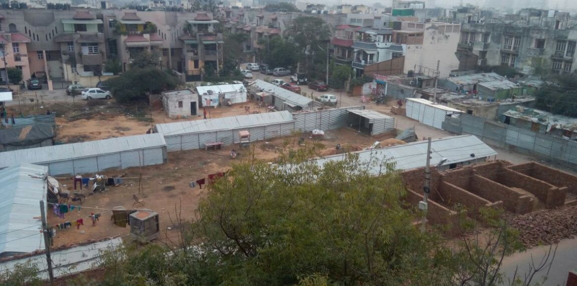 <p>Gurgaon, Sector 57: Slums take over, thanks to