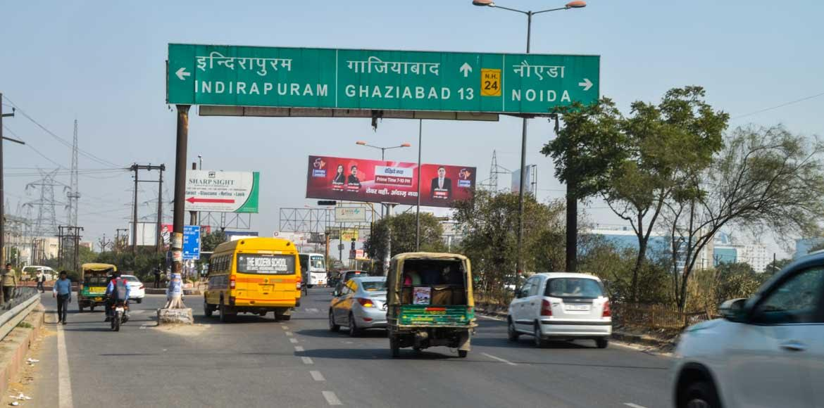 <p>Watch out for that pole on NH 24-Kala Patthar road intersection</p>
