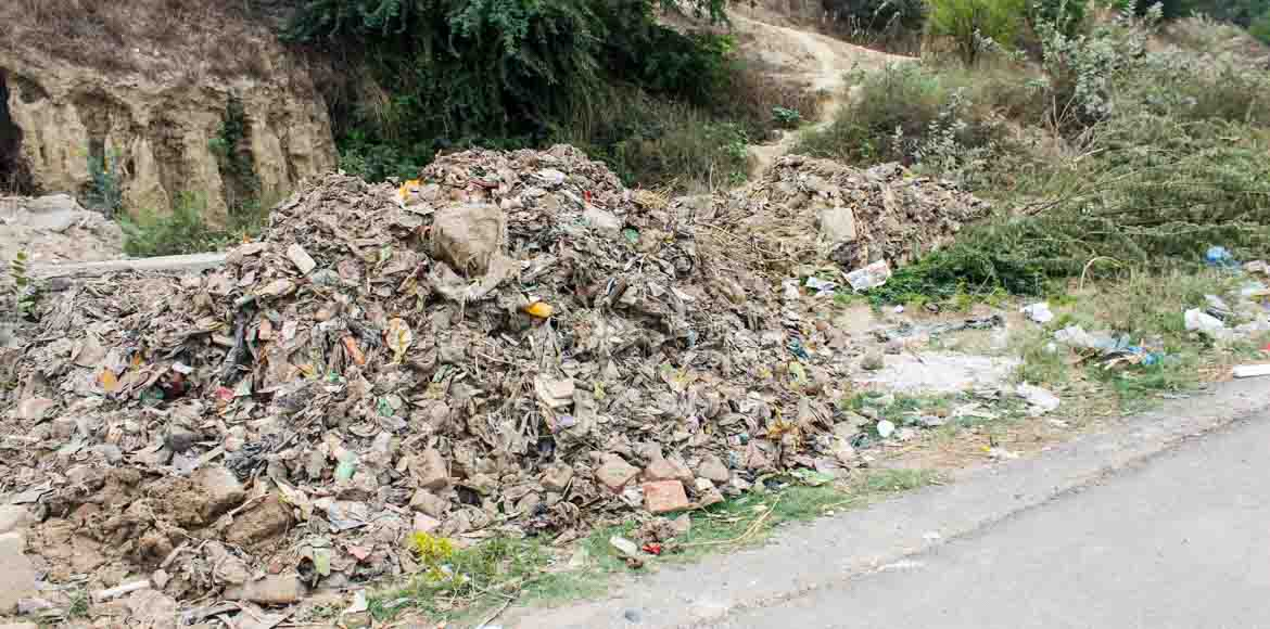 Exotica Fresco, Noida: Ruckus over dumped garbage