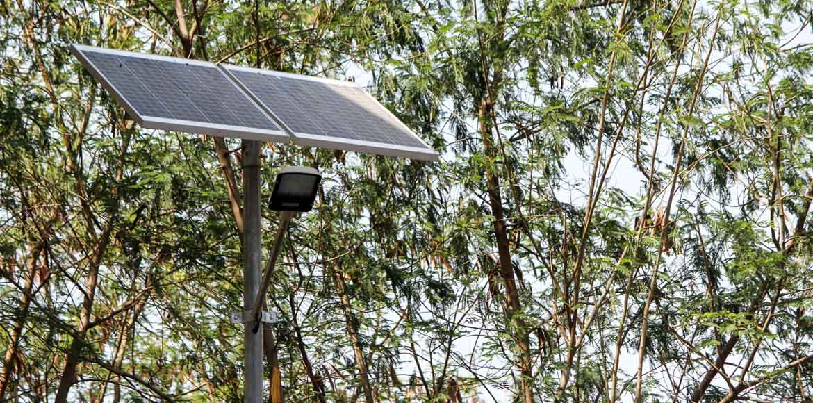 Solar streetlights in all of Delhi?