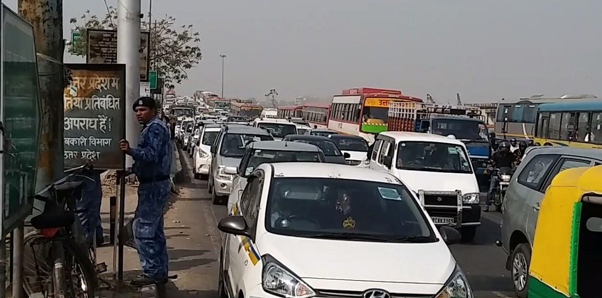 Traffic gridlock on NH 24 due to police barricades