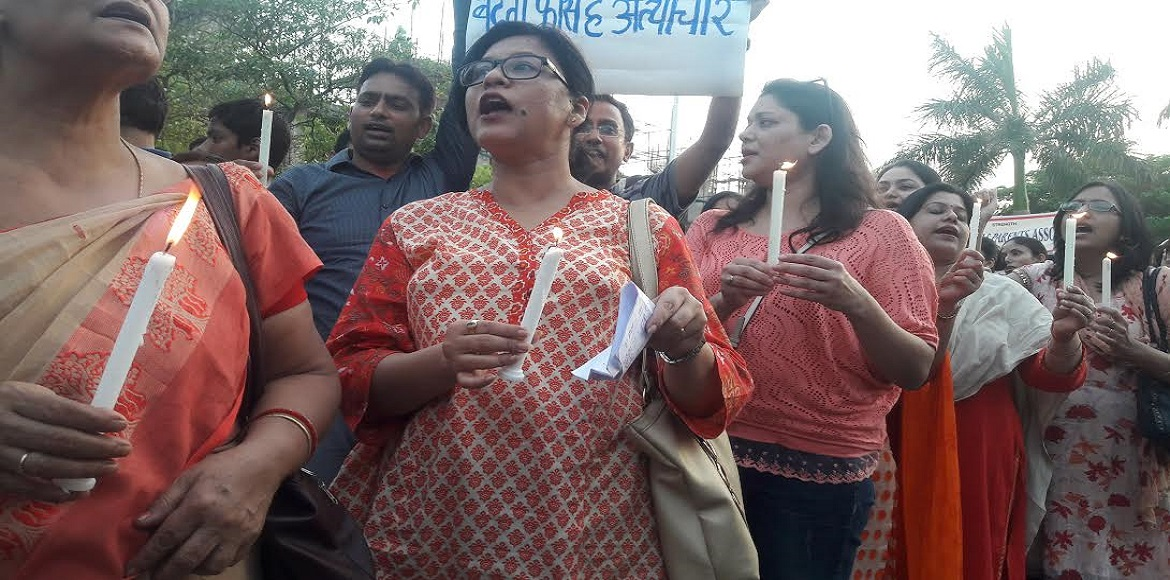 Noida parents organise candle march against fee hike