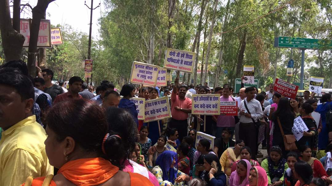 Ghaziabad: Parents up in arms against fee hike in