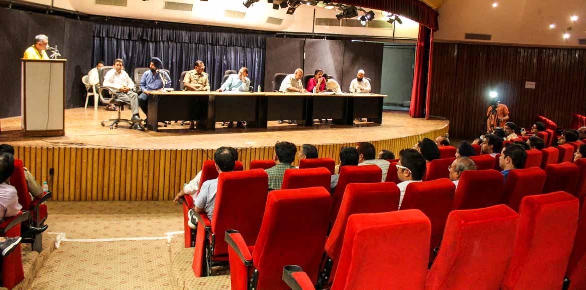 Noida Authority holds meeting with Sikka Karnam Gr