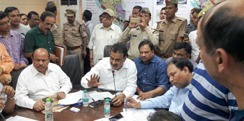 Noida Authority meets Amrapali Zodiac residents an