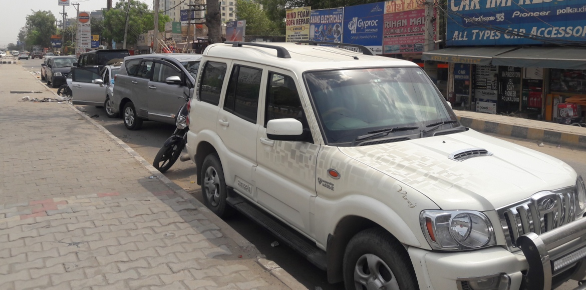 Sohna Road, Gurgaon: Is this a service lane or parking space?