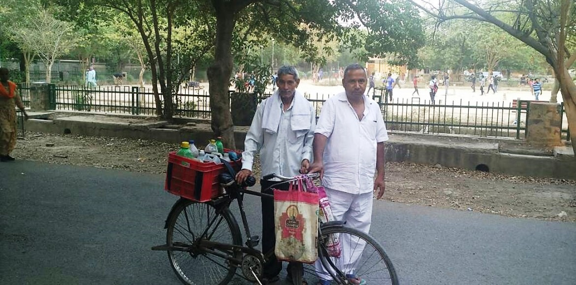 This is why this duo comes to Dwarka every day with several litres of water