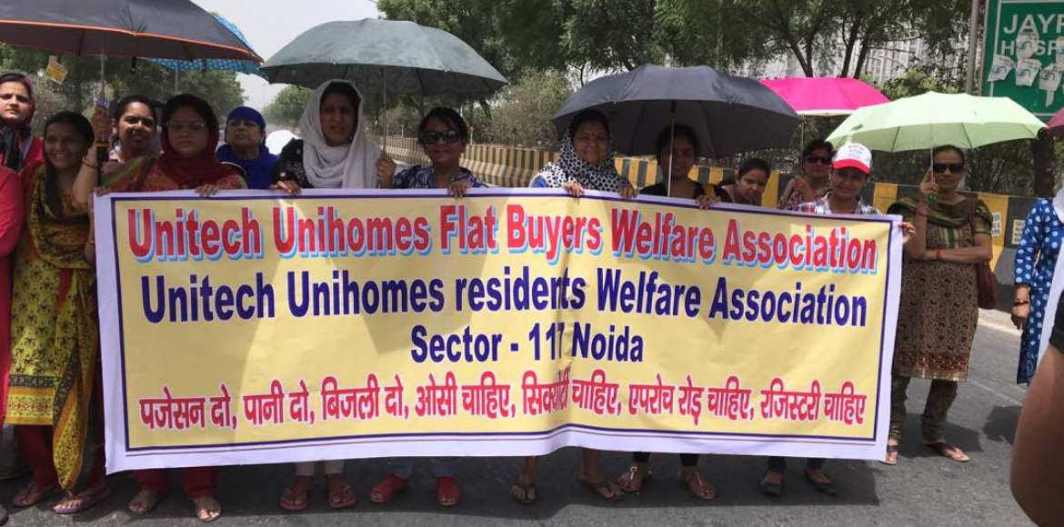 Unitech Unihomes, Noida: Buyers block road to demand flats