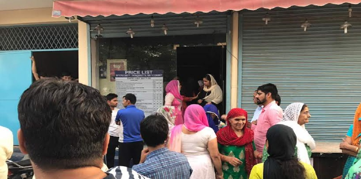 Sec 57, Gurgaon: Residents take to the streets against liquor store