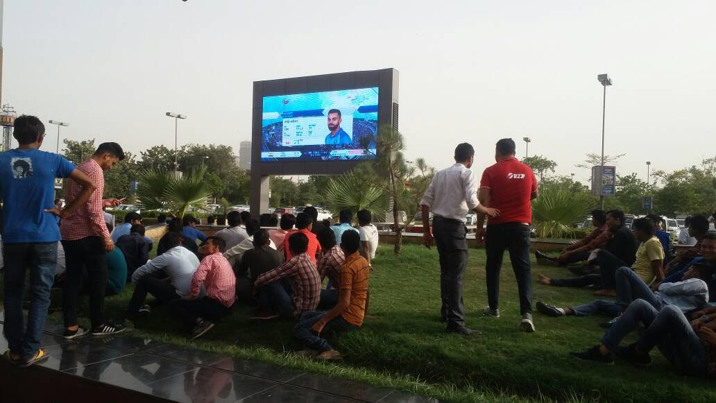 Noida: Fans throng GIP mall to watch India-Pak cricket match
