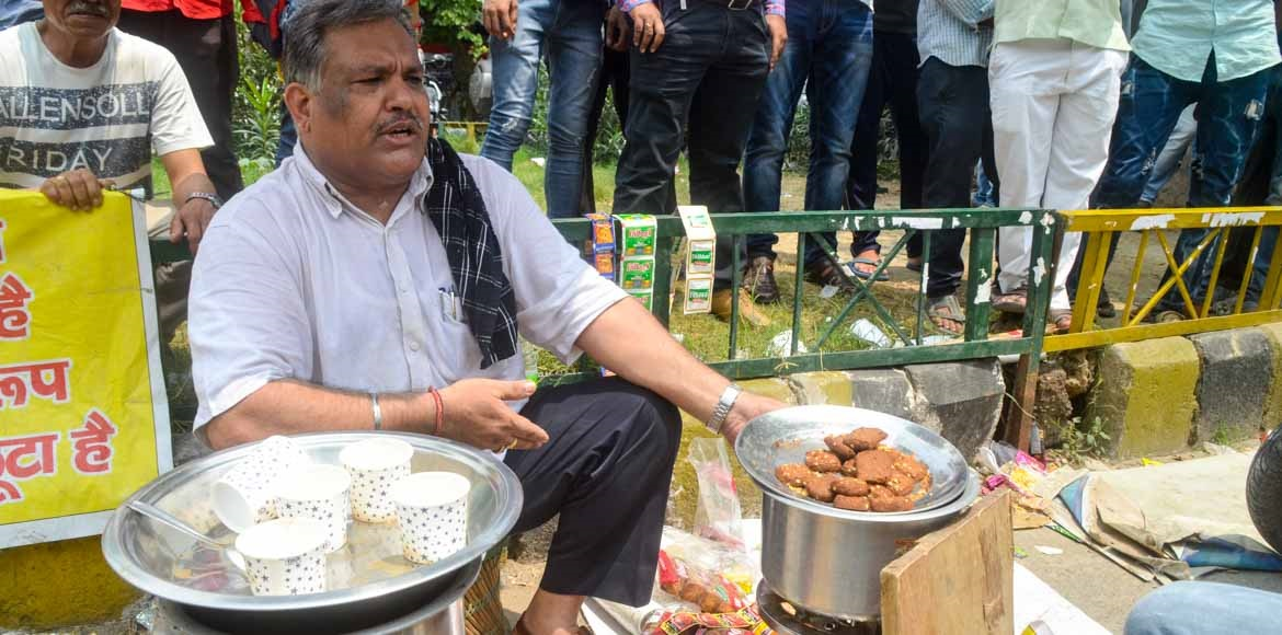 This tea stall at Amrapali's premises is brewing a protestor's story