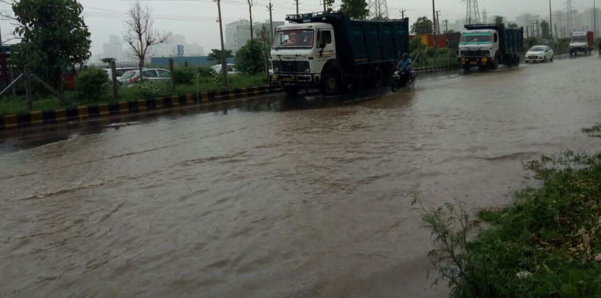 Massive waterlogging and jams on Golf Course Road