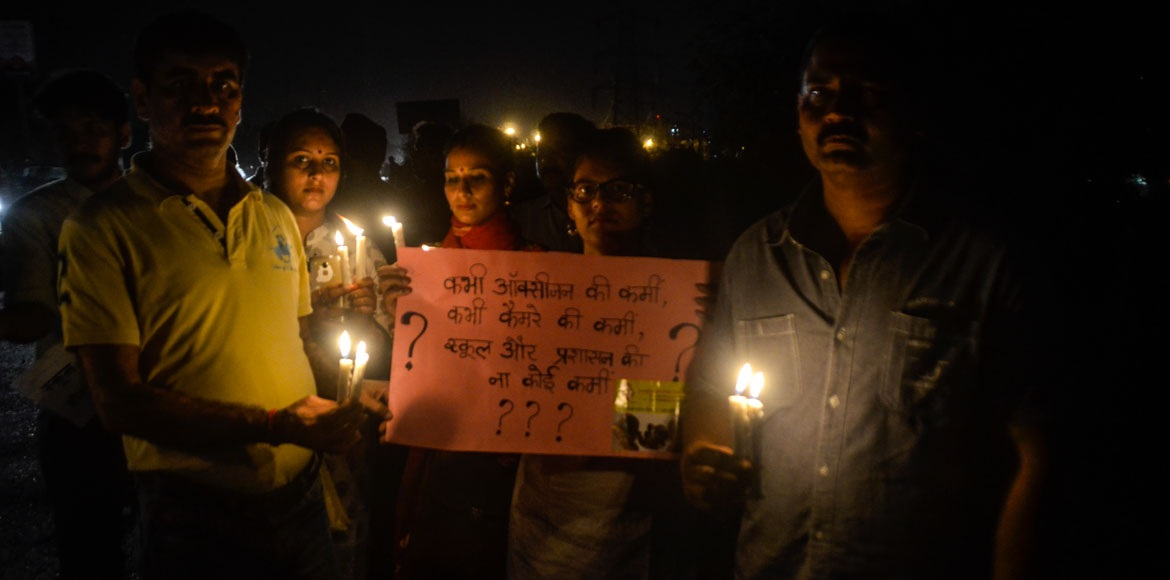 Ghaziabad: Candlelight march held to condole murde