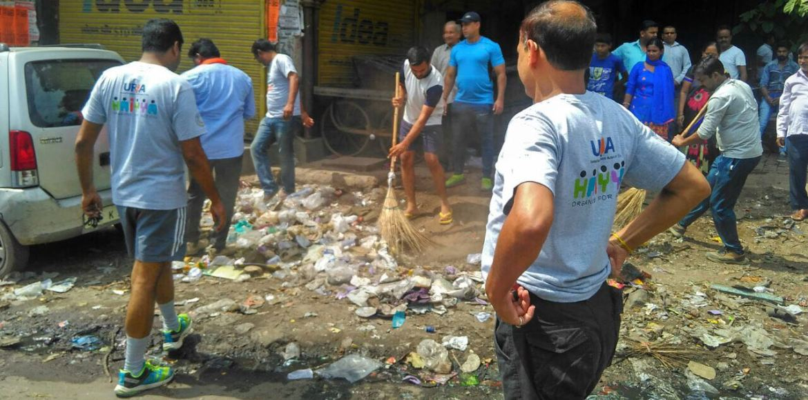 Haiyya volunteers connect with RWAs on waste management