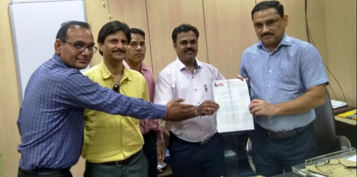 Hyde Park residents's delegation meets Noida Authority ACEO