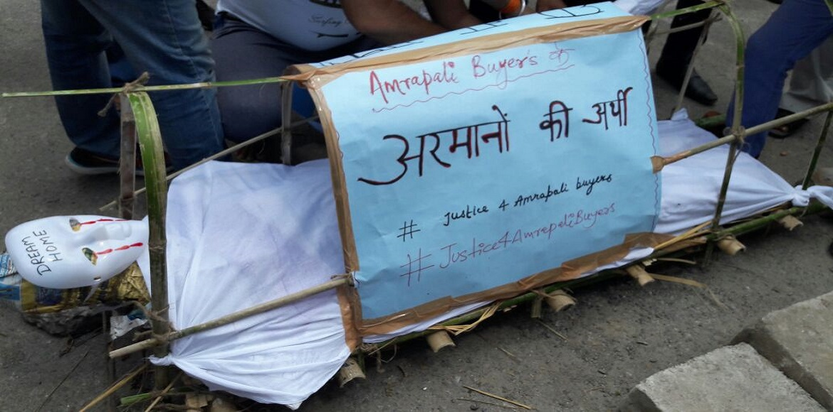 Watch the funeral of flats by Amrapali homebuyers