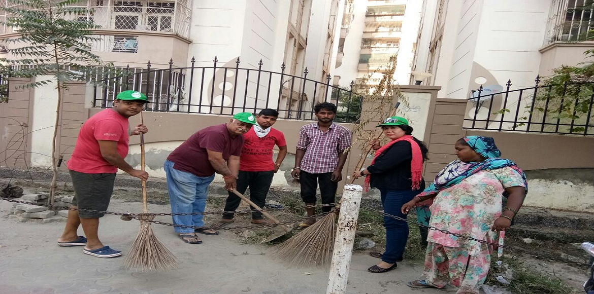 Ghaziabad: Pre-diwali neighbourhood cleaning by re