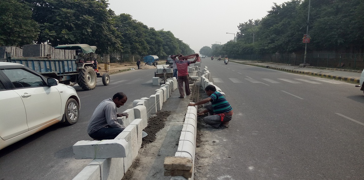Gurgaon: Much awaited divider for Sector 45 road is finally being constructed