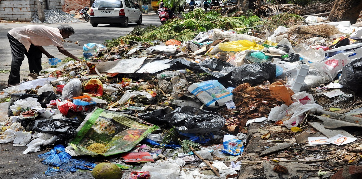Prepare to have a garbage-laden Diwali if EDMC sanitation workers are not paid