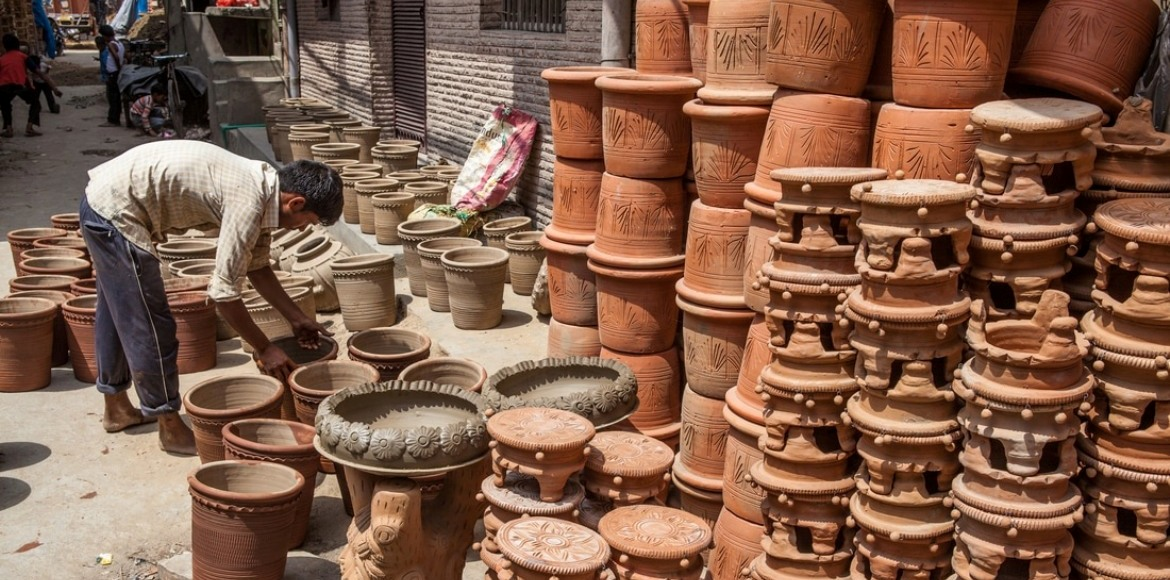 Gurgaon, Sec 56: Potters take over pavements; elbow out residents