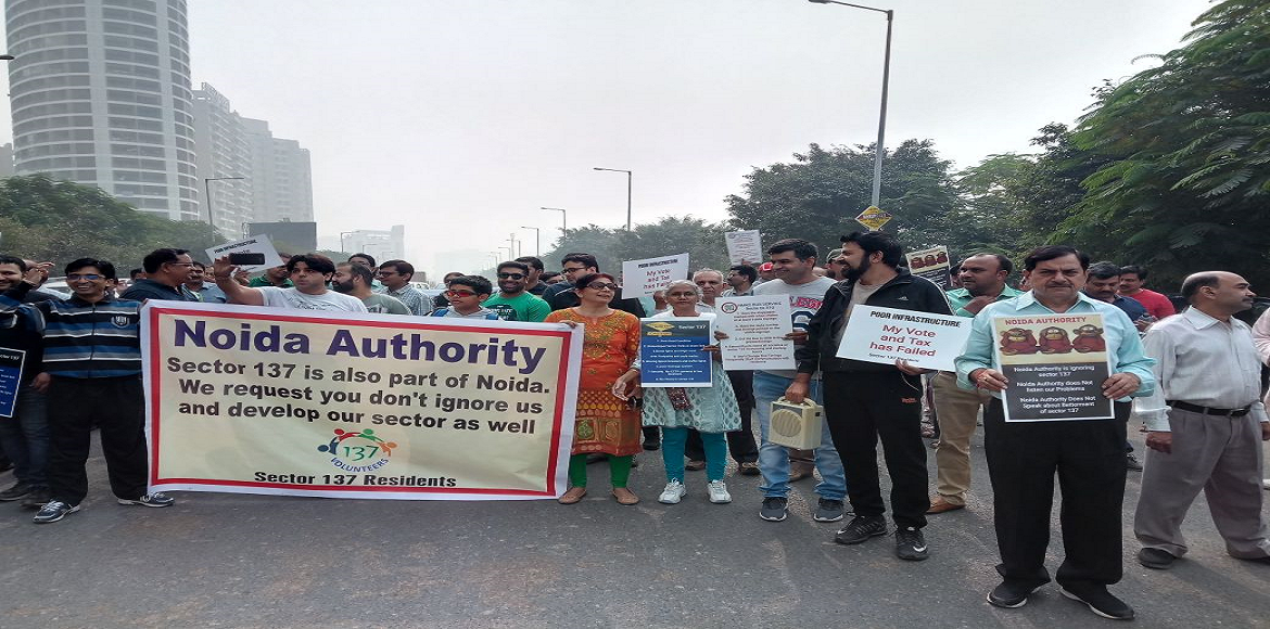 Noida: Thousands throng the roads to protest in Sector 137