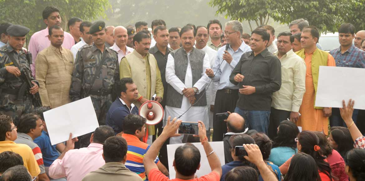 Minister assures Noida residents he will block dum