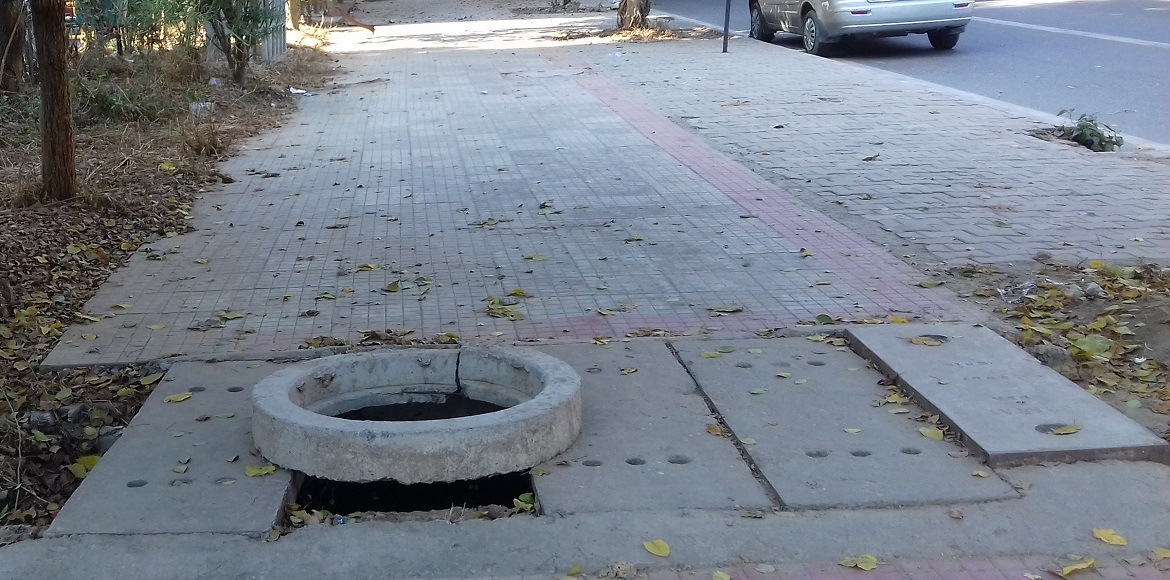 Beware of Dwarka's open manholes!