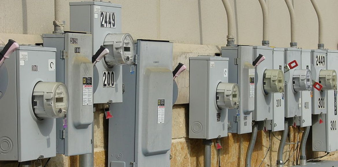 Can builders deduct other charges from prepaid power meters?