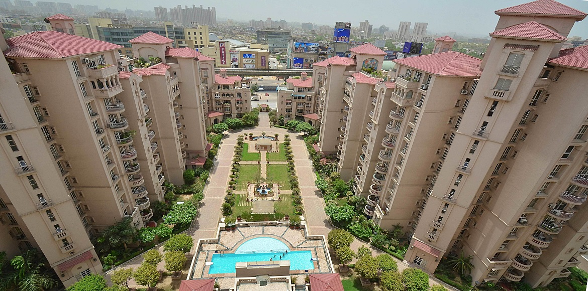 Gurgaon: PWD minister visits condominiums to understand resident issues
