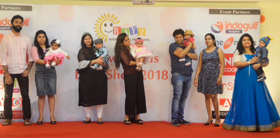 Little models steal the hearts of the audience in a Noida school